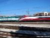 """La E 656 587 traina la E 404 002 """"Romolo"""", versione Frecciarossa, qui in partenza da Foligno per Torino, con sosta notturna a Firenze Osmannoro. (08/03/2011; foto Raffaele Zampella / tuttoTreno)"""