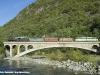 La 625 177 e la E 646 158 in trasferimento con il treno storico da Tirano a Milano attraversa il ponte sull'Adda. (Desco, 11/09/2010; foto Walter Bonmartini / tuttoTreno)