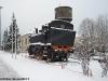 La locomotiva 880 004, monumentata nella stazione di Romagnano Sesia. (17/12/2010; foto Paolo Di Lorenzo / tuttoTreno)