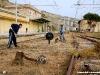 I volontari dell'associazione Ferrovie Kaos impegnati nei lavori di pulizia del piazzale della stazione di Porto Empedocle, riaperta al traffico nei giorni 20 e 21 marzo in occasione dell'annuale manifestazione del