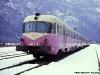 Il binato Breda ALn 460 2005 e ALn 448 2005 accantonato nei binari della stazione di Primolano; sullo sfondo un altro convoglio. (22/01/1986; foto Walter Bonmartini / tuttoTreno)