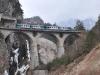 Due ALn 668 attraversano il ponte sul Torrente Boite, effettuando il regionale 5744 Belluno–Calalzo. (20/02/2011; foto Francesca Sommavilla / tuttoTreno)