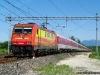La E 483 013 alla testa del convoglio Autozug 13311 Dusseldorf–Trieste a Bivio Pradamano, alla confluenza tra la circonvallazione ferroviaria di Udine e la linea dal capoluogo friulano per Trieste. (02/07/2011; foto Enrico Ceron / tuttoTreno)