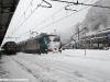 Una non identificata E 464 avvolta dalla neve nella stazione di Ceva. (08/01/2009; foto Michele Cerutti / tuttoTreno)