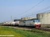 La E 652 003 con un'altra E 652 di rimando alla testa del treno di cisterne MI61546 Milano-Torino a Trecate. (25/08/2009; foto Massimo Rinaldi / tuttoTreno)