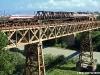 Un ETR 450 di seconda generazione transita sul ponte in ferro della Tirrenica a Gioia Tauro, in primo piano il manufatto ferroviario delle linee taurinesi delle Ferrovie della calbria. (06/05/2011; foto Ellis Barazzuol / tuttoTreno)