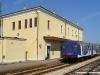 L'ALn 663 908 di Sistemi Territoriali effettua il Regionale 6454 Chioggia–Rovigo. (Loreo, 19/04/2011; Roberto Galati / tuttoTreno)