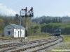 ALn 668 in partenza da Avellino dove i segnali di protezione e partenza sono ancora del tipo ad ala semaforica pur essendo interfacciati al Sistema Supporto Condota, installato nella maggior parte delle linee secondarie RFI. (20/04/2010; foto Walter Bonmartini / tuttoTreno)