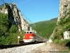 L'ETR 450 03 transita, effettuando l'ES 9330 Roma-Ancona, all'imbocco della Gola della Rossa lungo la Falconara-Orte. (Pontechiaradovo, 30/04/2010; foto Riccardo Alberoni / tuttoTreno)