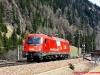 La E 190 011 delle ÖBB in livrea EC Germania-Italia durante la corsa prova tra Brennero e Bolzano dello scorso 21 aprile. (Terme di Brennero; Helmut Petrovitsch / tuttoTreno)