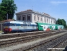 la DE 122 009, già dell'ACT, con i loghi FER e le carrozze Vivalto con treno prova a Ferrara Porta Reno. (08/05/2009; foto Riccardo Bianchi / tuttoTreno)
