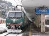 La E 464 484 con un Regionale per Chiasso a Como san Giovanni. (17/12/2010; © foto Salvo Bordonaro / tuttoTreno)