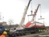 Le operazioni di carrellamento dell'E 404 002 in livrea Frecciarossa allo scalo di Torino San Paolo. (11/03/2011; © Angelo Nascimbene / tuttoTreno)