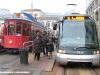 """A sx il 1699 """"Tramito"""", a dx il tram  7011 della linea 15, sullo sfondo il 1702 """"Tram delle Sorprese"""" durante la giornata milanese senza traffico. (20/11/2011; foto Giancarlo Modesti / tuttoTreno)"""