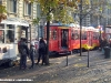 """A sx il 1702 """"Tram delle Sorprese"""" e, a dx, il 1699 """"Tramito"""" durante la giornata milanese senza traffico. (20/11/2011; foto Giancarlo Modesti / tuttoTreno)"""
