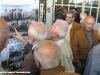 """Anziani macchinisti osservano le foto alla mostra del Porte Aperte del Deposito Locomotive di Torino: si riconoscono oppure riconoscono vecchi """"maestri"""" che non ci sono più. (08/10/2011; foto Angelo Nascimbene / tuttoTreno)"""