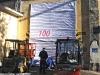 Porte Aperte a Torino Smistamento: la preparazione della finta saracinesca da cui uscirà, durante l'apertura al pubblico, una sorpresa. (09/10/2011; foto Angelo Nascimbene / tuttoTreno)