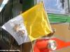 La bandiera vaticana apposta sulla D 343 2026 durante il traino delle carrozze che verranno utilizzate sabato sul Vatican Express. (Roma, 17/05/2011; Ferrovie dello Stato / tuttoTreno)