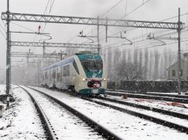 A Bivio Marocco -linea Treviso-Mestre- il Minuetto Elettrico 005 si immette sulla tratta per Bivio Spinea, effettuando lo straordinario 73079, primo treno a passare sulla nuova linea. (10/03/2010; © 2010 M. Avon / TuttoTreno)