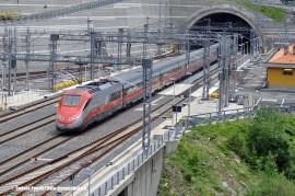 Un ETR 500 in servizio sulla dorsale AV Roma-Milano in transito al P.M. San Pellegrino della linea AV/AC Firenze-Bologna. (30/05/2010; © Stefano Patelli/ tuttoTreno)