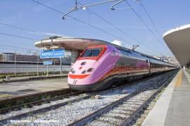 """L'ETR 500 34 """"Frecciarosa"""" in partenza da Napoli Centrale come invio a vuoto per Roma Termini dove è stato presentato stamane. (30/09/2010; Maurizio Pannico / TuttoTreno)"""