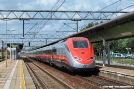 L'ETR 500 41 di Trenitalia in corsa prova tra Garbagnate e Malpensa in vista dei futuri servizi su Malpensa. (Saronno Sud, 04/08/2010; Lorenzo Banfi / tuttoTreno)