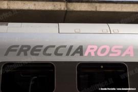 """La scritta """"Frecciarosa"""" sulla fiancata dell'ETR 610 03, presentato stamane a Roma Termini. (30/09/2010; foto Davide Porciello / tuttoTreno)"""