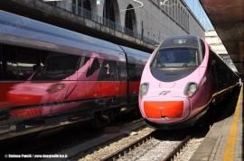 """L'ETR 610 03 """"Frecciarosa"""" a Roma Termini dove è stato presentato stamane nell'ambito delle iniziative per il mese della salute della donna. (30/09/2010; foto Stefano Patelli/ tuttoTreno)"""