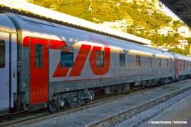 Il treno Espresso 13022 Mosca-Nizza: la carrozza letto DeLuxe tipo WLSRmee in composizione al treno internazionale. (Ventimiglia, 25/09/2010; © Jacopo Raspanti / tuttoTreno)