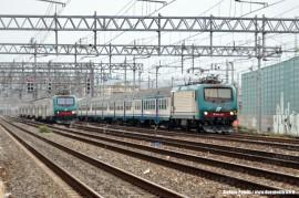 Le E 464 472 ed E 464 112 alla testa di due Regionali. (Firenze SMN, 16/10/2010; foto Stefano Patelli/ tuttoTreno)