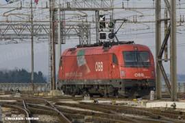 La E 190 014LN in manovra per attestarsi alle vetture onde effettuare il treno EC86 Venezia SL – Monaco di Baviera. (Venezia SL, 12/12/2010; © Marco Bruzzo / tuttoTreno)