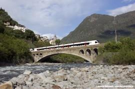 Gli ETR 150 001 e 002 di TiLo durante il viaggio da Milano a Tirano per i 100 anni della ferrovia del Bernina. (Desco, 28/05/2010; foto Daniele Donadelli / tuttoTreno)
