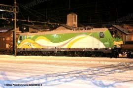 La E 583 001 dell'impresa polacca Koleje Mazowieckie in composizione al treno effettuato per il trasferimento da Vado Ligure alla Polonia. (Brennero, 29/12/2010; Helmut Petrovitsch / tuttoTreno)