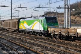 La E 583 001 dell'impresa polacca Koleje Mazowieckie in composizione al treno effettuato per il trasferimento da Vado Ligure alla Polonia. (Sommacampagna, 29/12/2010; foto Francesco Puppini / tuttoTreno)