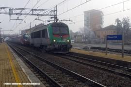 L'ETR 575 001 in trasferimento da Bologna Ravone a Savigliano a cura della E 436 354 MF di Captrain. (Villanova d'Asti, 28/12/2010; foto Walter Bonmartini / tuttoTreno)