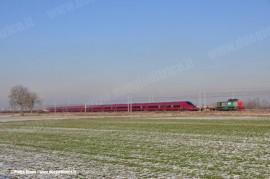 Il primo dei 25 AGV realizzati da Alstom in trasferimento da Bologna a Savigliano; nel tratto da Trofarello per Nuovo Trasporto Viaggiatori è stato trainato dalla D 100 102 di Captrain. (Castel Maggiore, 28/12/2010; foto Pietro Zitano / tuttoTreno)