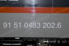La marcatura della E 483 202 dell'impresa polacca Pol-Miedz Trans, in attesa di essere messe in composizione al treno per il trasferimento da Vado Ligure verso la Polonia. (28/12/2010; © Jacopo Raspanti / tuttoTreno)