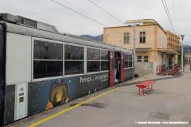 L'ETR 501 della Circumvesuviana a bordo del quale è stato allestito il presepe. (Piano, 30/12/2010; foto Antonio Bertagnin / tuttoTreno)