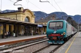 La E 464 066 in arrivo a Merano da Bolzano con un treno Regionale. (12/03/2009; foto Stefano Patelli/ tuttoTreno)