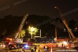 I lavori di posa della 640 003 a Valle Giulia, avvenuti durante la notte. (Roma, 23/03/2011; Francesco Maria / tuttoTreno)
