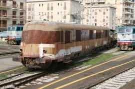 L'ALn 990 1005, l'utima automotrice del gruppo, è stata tutelata dal Dipartimento dei Beni Culturali e dell'Identità Siciliana della Regione Sicilia. (21/11/2010; foto archivio tuttoTreno)