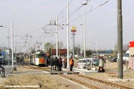 Il nuovo capolinea a Comasina della linea tranviaria 179 per Limbiate, realizzato presso la stazione della metropolitana. (30/03/2011; Giovanni Molteni / tuttoTreno)