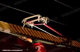 Pantografo in presa per l'AGV ETR 575 001 di NTV a Firenze Campo Marte dopo la prima corsa lungo la Direttissima Roma–Firenze tra Orte e il capoluogo tocano. (07/04/2011; foto M. Sacco / TuttoTreno)