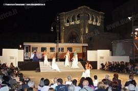 Un momento della sfilata di moda Lecce Fashion Weekend nel centro di Lecce dove la vettura AC 151 FSE, appartenente all'AISAF che gestisce il Museo Ferroviario salentino, ha fatto da quinta all'evento. (28/05/2011; foto Francesco Comaianni / tuttoTreno)
