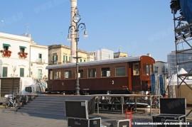 La carrozza FSE AC151, appartenente all'AISAF che gestisce il Museo Ferroviario salentino, durante l'allestimento del palco nel centro di Lecce per la manifestazione Lecce Fashion Weekend. (27/05/2011; foto Francesco Comaianni / tuttoTreno)