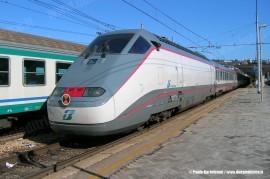 Il convoglio ESCI, con in testa la E 414 114, effettua l'ES 9752 Lecce–Milano. (Ancona, 08/02/2008; foto Paolo Bartolomei / tuttoTreno)