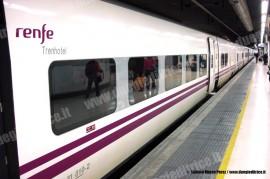 """Un TrenoHotel Talgo serie VII in servizio """"Galizia"""" tra Barcellona e La Coruna. (19/04/2009; Alfonso Marco Perez / TuttoTreno)"""