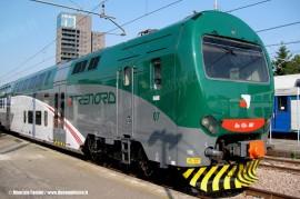 Il TAF 07 di TRENORD, il primo convoglio ad aver ricevuto la nuova livrea dell'impresa lombarda. (Milano, 05/05/2011; © Maurizio Fantini / tuttoTreno)