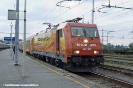La E 484 901 alla testa dell'IC 13982 Santhià–Livorno Arena Ways in attesa del via libera per il suo primo viaggio. (Santhià; 18/06/2011; foto Paolo Di Lorenzo / tuttoTreno)