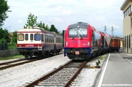 Le E 190 301 e 302 con la DE 424 02 in manovra a Udine per il trasferimento a Cividale. (23/06/2011; foto Enrico Ceron / tuttoTreno)